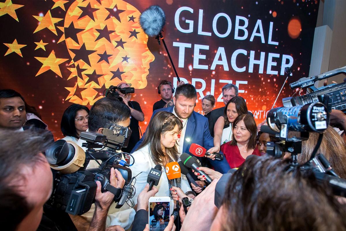 Vyhlášení vítězů mezinárodní soutěže Global Teacher Prize 2017 v Dubai, vítězka Maggie McDonnell